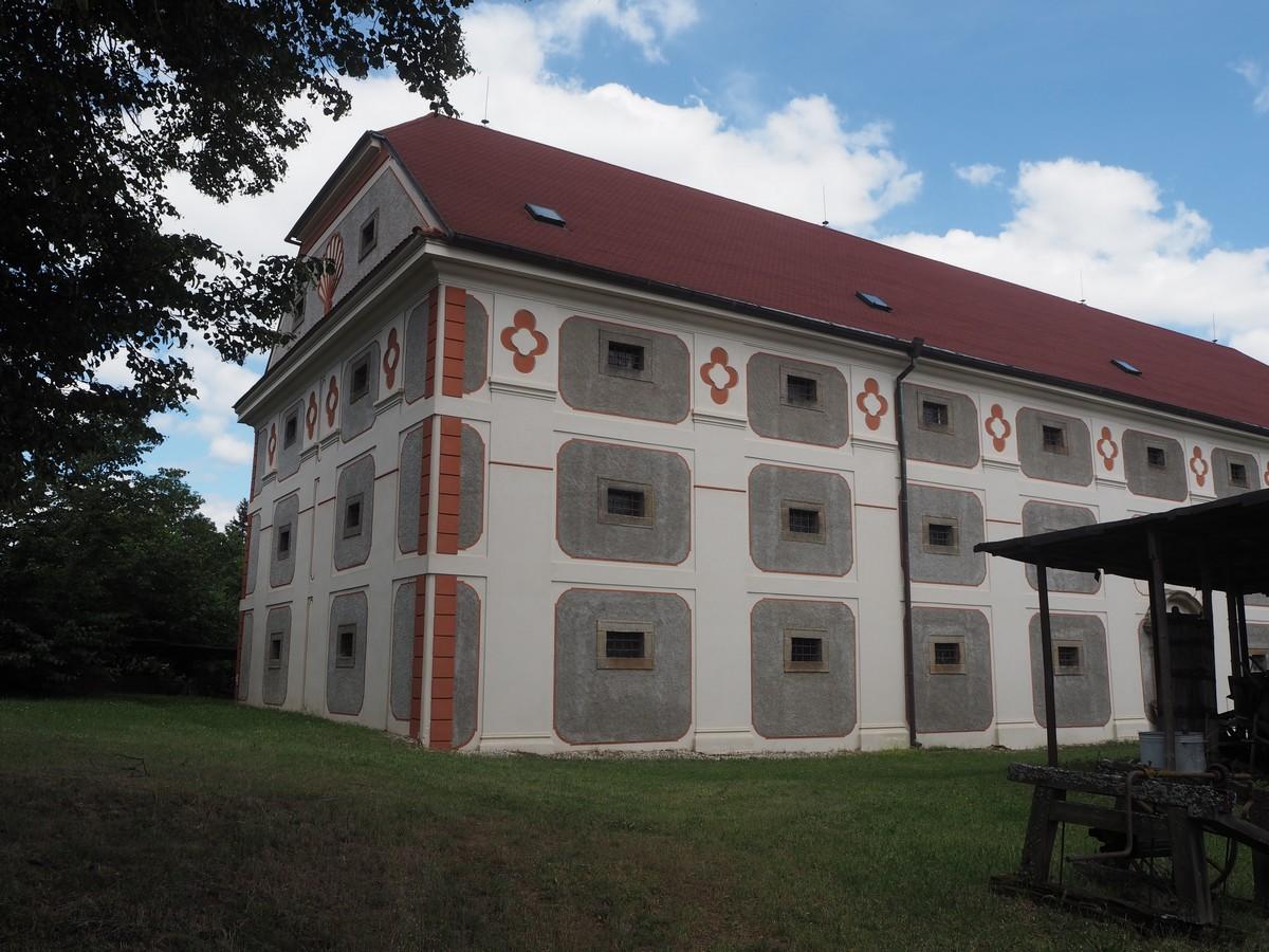 panská barokní sýpka v Chanovicích